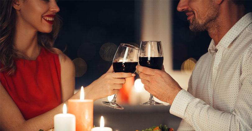 Sådan laver du en glamourøs middag derhjemme kun for jer to